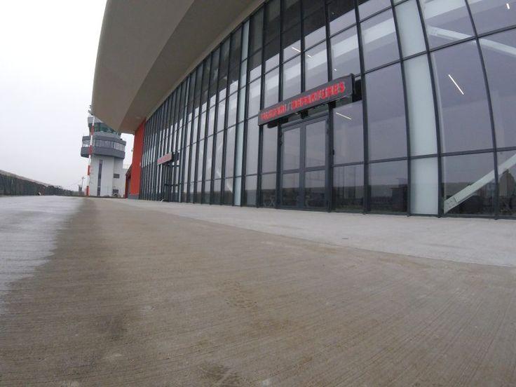 Un proiect important pentru două dintre diviziile Aluterm Group. Peste 300 de uși și motoare pentru ferestre marca Siatec. Trape de fum oferite de Makroplast.