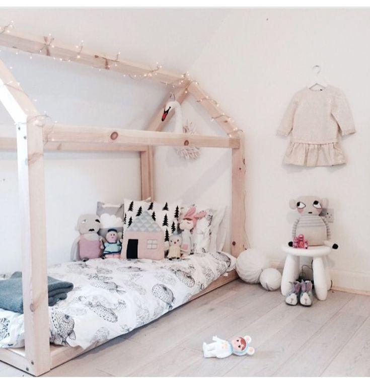 Интересная детская кровать в виде каркаса домика из массивного бруса. .