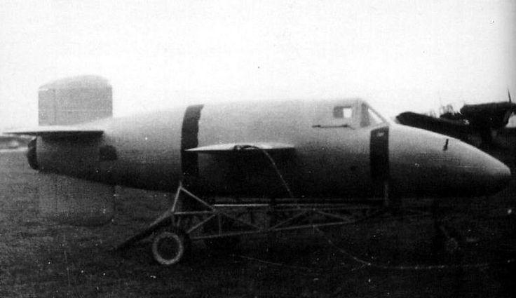 Bachem BP-20 M1, first prototype of Natter before the first towed flight. / Le Bachem BP-20 M1, le premier Natter juste avant son premier vol remorqué au DFS