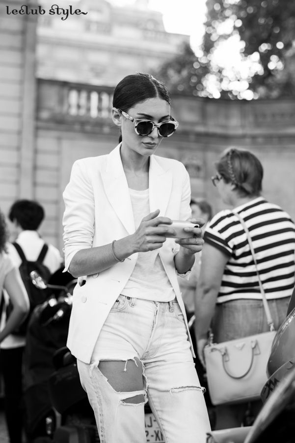 Womenswear Street Style. Diletta Bonaiuti portrait on the street wearing a total white outfit, photography by Ángel Robles. Fashion Photography from Paris Fashion Week. Black & White fashion photography.