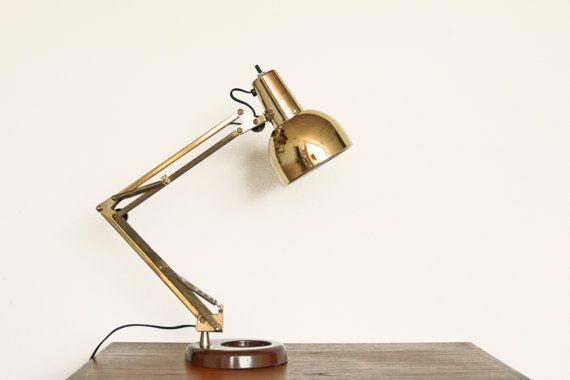 Articuler Vintage mi siècle lampe de bureau. Sympa ton or / laiton. Base avec lourd en fonte brun plastique insérer. Condition : Bon, légère