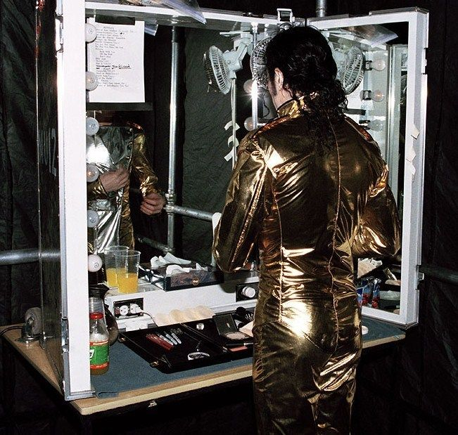 Michael Jackson, History World Tour - Love this picture you can see his orange juice and the song list - love it!