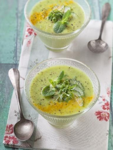Soupe concombre curcuma menthe