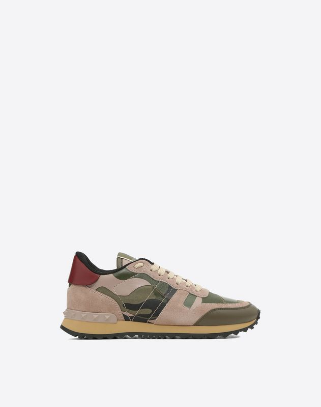 Discover the details of the Camouflage Sneaker for Women. Find out all the information at Valentino Online Boutique and shop designer icons to wear.