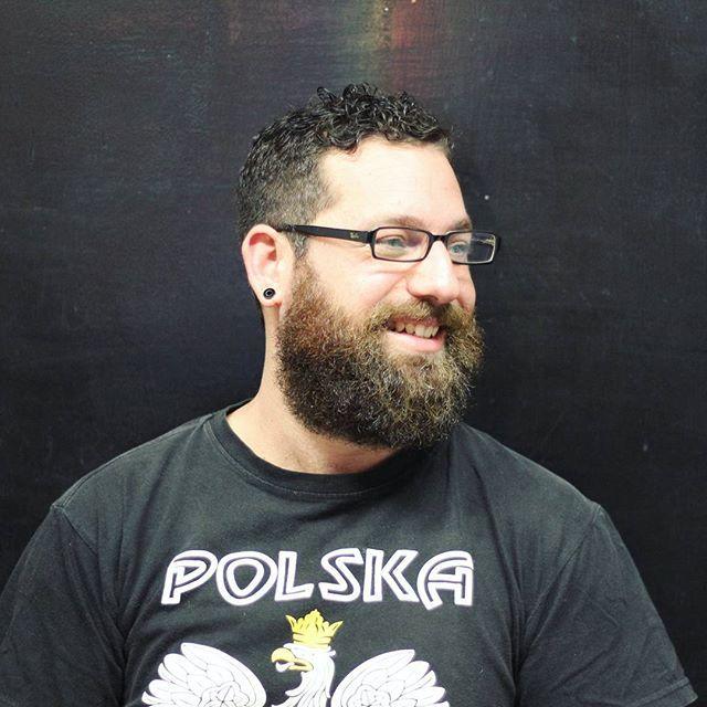 Corte y matención de barba para Matías por @jcochile #bobstdo #barbería #barbershop #barder #barbero #menheaircut #haircut #bear