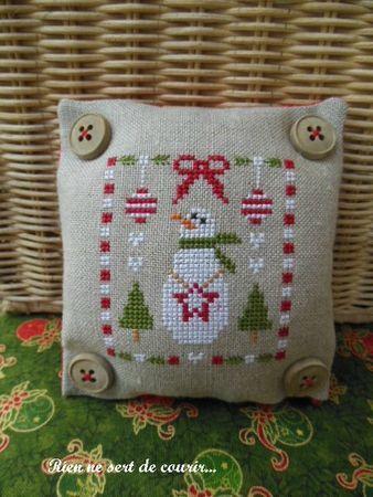 Joyeux Noel Freebie - nice finish for this free pattern.