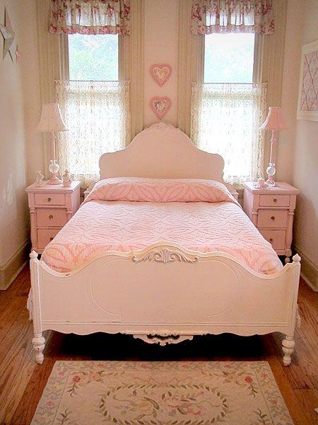 lovely antique white full size bed
