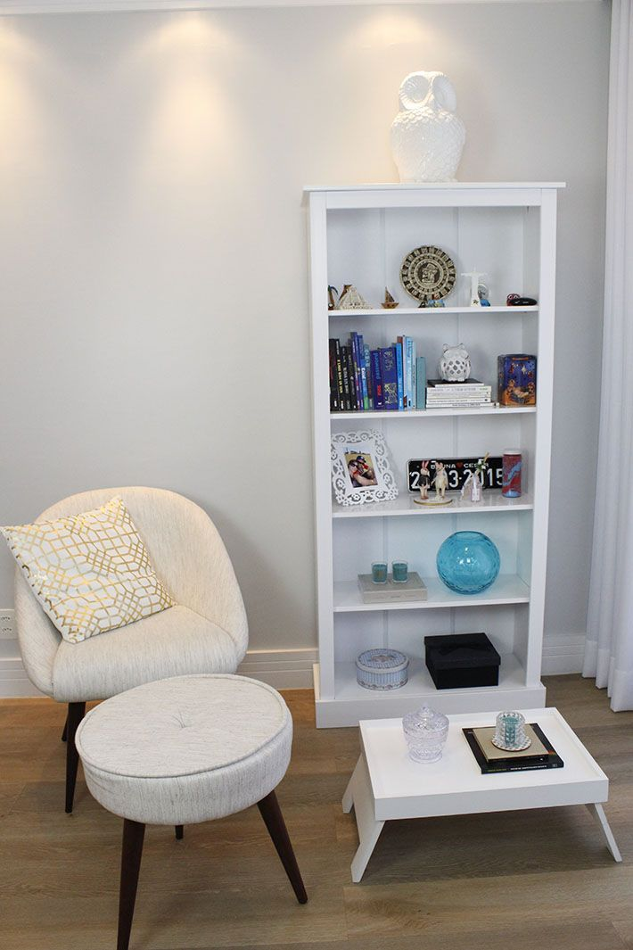 Veja dicas para fazer um cantinho de leitura em casa usando espaços pequenos. Mais no blog!