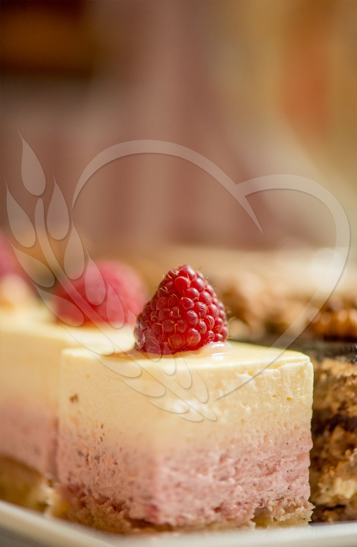 #strawberry #BunBun #cake #senneville #tasty #sweets #coolthings #goodfood #sweetfood #candybar #wedding #mousse #cream #weddingthemes #love #babyshower