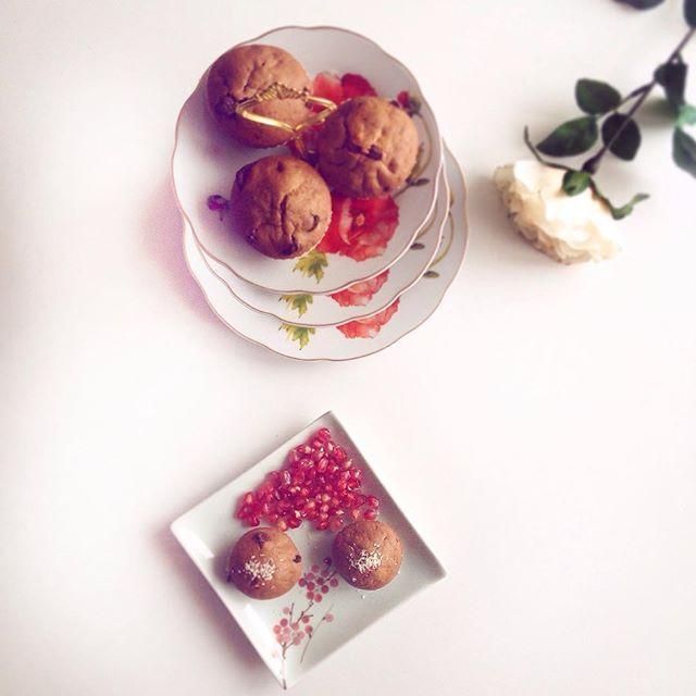 🎀Yummy dessert. 🍩🍮🍪Homemade muffins & pomegranate.  #happyfriday #dnesinspirujem #homemade