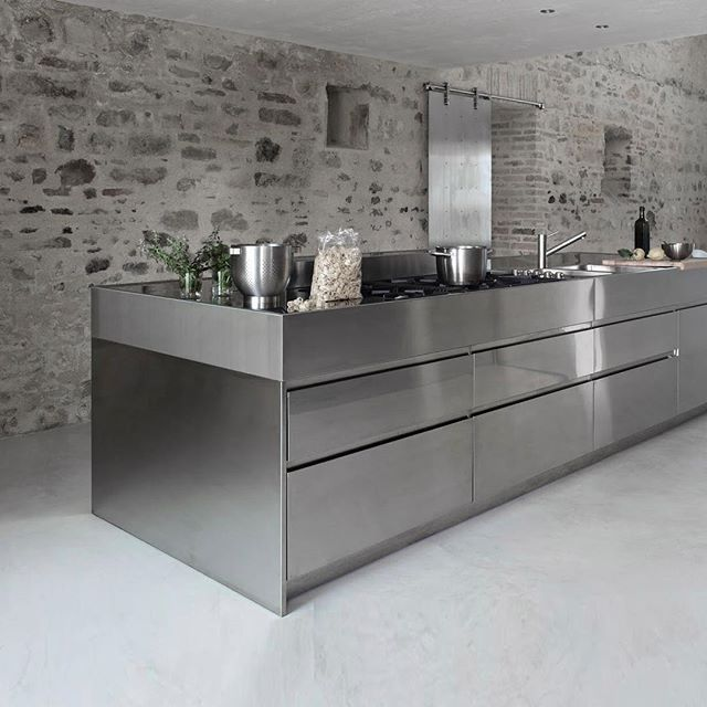 Italian Brand Arclinea Are Global Leaders In The Design And Manufacture Of  Luxury Kitchens. Designed