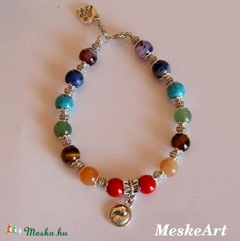 Csakra karkötő jin-jang fityegővel, nikkelmentes / Chakra bracelet with jin-jang charm, nikkel-free / Chakra náramok