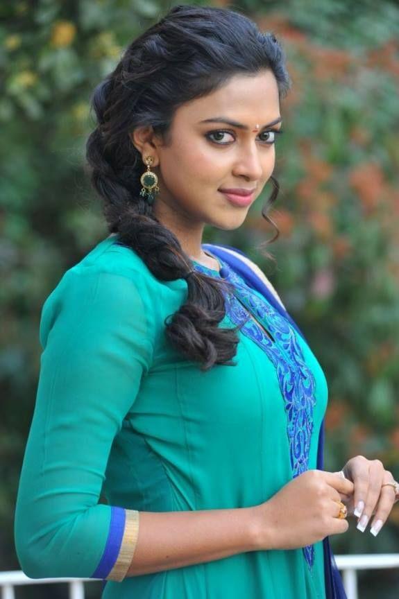 Amala Paul | Veethi
