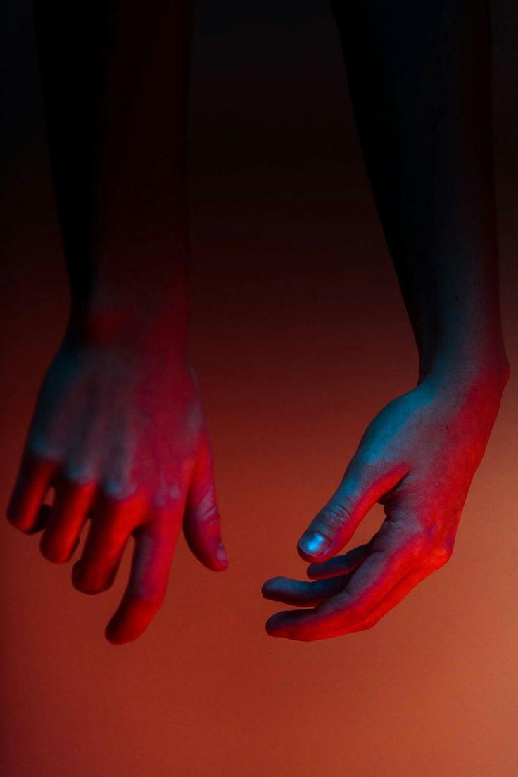 PresenzaPrêt-à-porter #presenzapretaporter WEEK 2 Come ogni lunedì ecco l'esercizio di presenza per questa settimana entrante: Ogni volta che vedi qualcuno indossare qualcosa di rosso (abiti, scarpe, accessori, rossetto, etc), usi questo imput per ricordare a te stessa per 3 volte IO SONO, IO ESISTO e ascolta cosa ti attraversa.