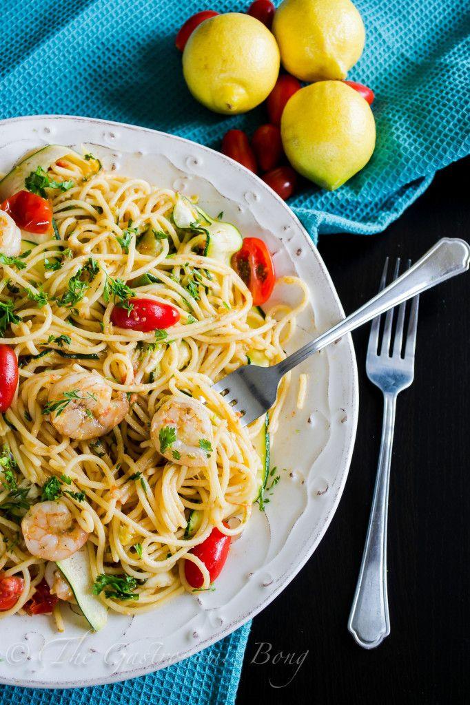 Perfect Summer Pasta- Garlic Prawn Spaghetti with Lemon, Zucchini and Cherry Tomatoes Use brown rice pasta :)