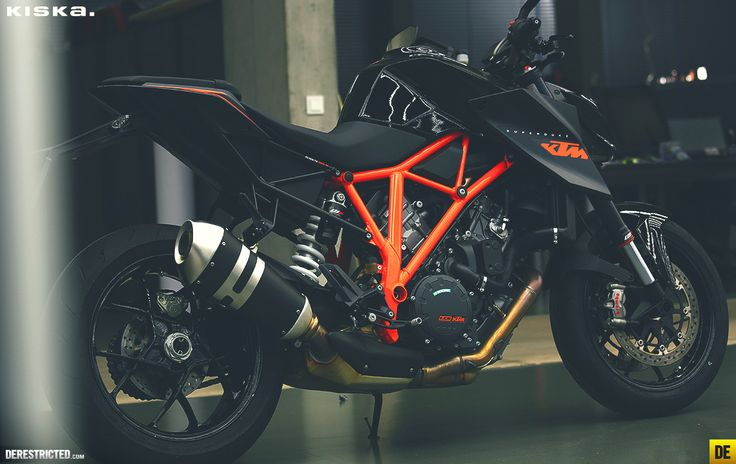Early morning KISKA snapshot – KTM 1290 Superduke R Black | DERESTRICTED