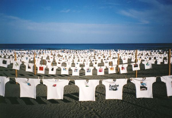 砂浜美術館でTシャツアート展がGWに開催!波の音を聴きながら夜の映画鑑賞も
