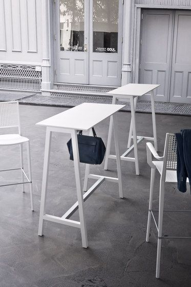 Mobilier de bar : table haute mange debout Step