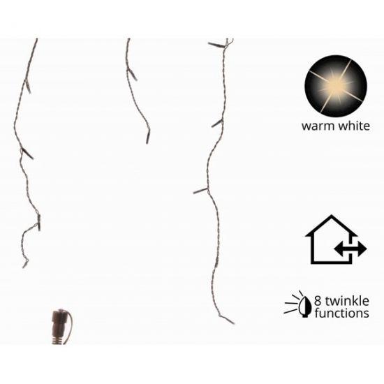 LED connect ijspegel verlengset  LED connect kerst ijspegelverlichting verlengset 24 Volt. Leds connect is een simpel en veilig verlichtingssysteem. Verlengset met kerstverlichting die aan de starterset of trafo set gekoppeld kan worden. Het snoer is zwart en de verlichting is warm wit. De ijspegel verlichting is 35 meter breed en de langste streng is 60 cm lang. Afstand tussen de strengen: 15 cm. Afstand tussen de lampjes: 10 cm. (Lampjes zijn niet vervangbaar). Aantal lampjes: 96 stuks…
