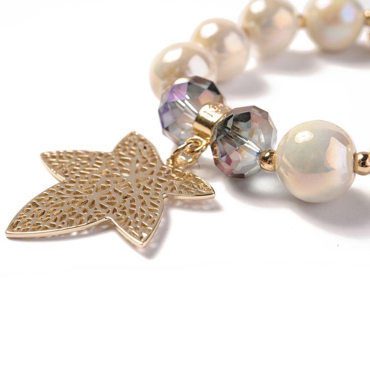 Bransoletka Ivory z liściem wykonana z ceramicznych kulek, kryształków Swarovski Crystals oraz elementów pozłacanych 24-karatowym złotem