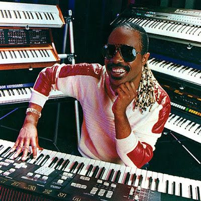 Stevie Wonder y sus teclados