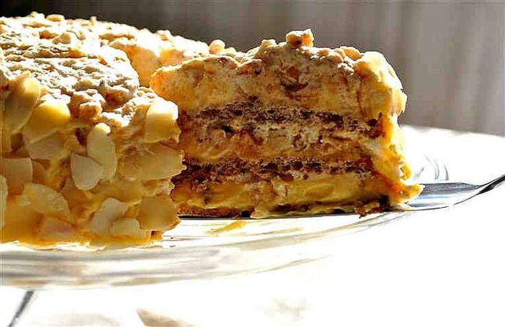 Диетический торт, приготовленный без единого грамма муки, масла и сахара, может быть вкуснейшим, нежнейшим, невероятно сочным и красивым. Попробуйте! Кусочек этого тортика можно съесть и на ночь без вреда для фигуры. Берём Для коржей: + 50 гр кешью (фундука, грецкого ореха), + 4 яичн