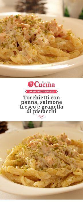 Torchietti con panna, salmone fresco e granella di pistacchi della nostra utente Giovanna. Unisciti alla nostra Community ed invia le tue ricette!