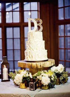 wood support for wedding cake | alzatina di legno per la wedding cake | Un matrimonio dal profumo di legna ardente e caldarroste | A wedding day by the smell of burning wood and roasted chestnuts http://theproposalwedding.blogspot.it/ #woodsy #wedding #wood #wooden #fall #autumn #matrimonio #autunno #legno