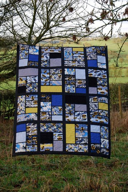 Batman Comic Book Quilt by Lynne @ Lilys Quilts, via Flickr.  Cute idea for younger boys!  Marvel comics or super-hero quilts!