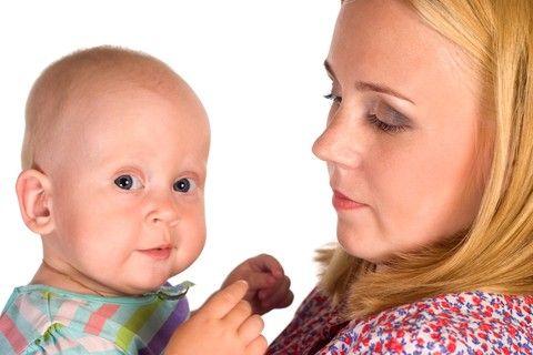 Le prime settimane con il bebè  provano la mamma, ecco come recuperare le energie