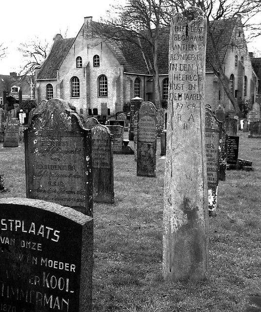 Vlieland, prachtige kerk en begraafplaats.