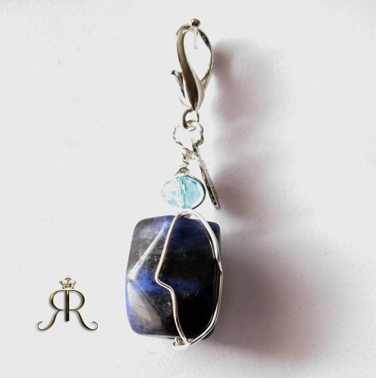 Sodalite healing crystal pet amulet - to aid stress, thyroid problems, immune system, calcium deficiency...Handmade by Raquel Chelouche, A wonderful healing crystal for your pet. $ 25