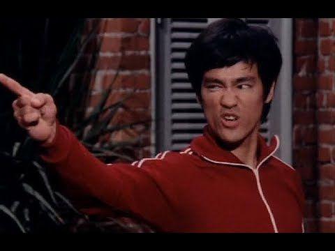 Брюс Ли -  Я не учитель.Я просто помогаю тебе изучать себя