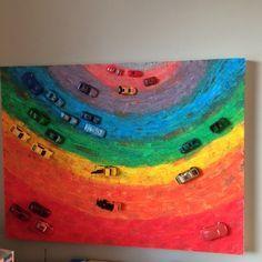 kinderkamer schilderij. eerst verven regenboog en met sponsje de straat aantippen door extra verf op sponsje te doen vervolgens met kit auto's erop lijmen