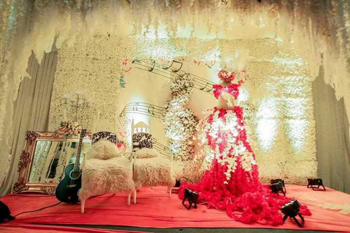 The fashion and music themed wedding stage