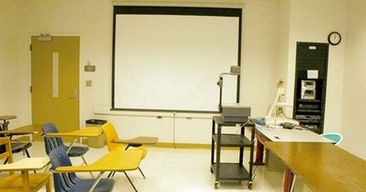 Estrategias de aula para las discapacidades múltiples. Los maestros en las escuelas de hoy enseñan a los niños con discapacidad junto con los estudiantes convencionales. Las estrategias para la enseñanza de todo tipo de aprendizaje a la vez, son imprescindibles. Los maestros deben usar una variedad de técnicas para llegar a los estudiantes que aprenden mejor viendo, escuchando, escribiendo, o las tres ...