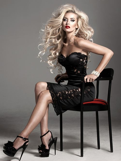 Big hair and high heels are a formidable combination. Smoldering!!