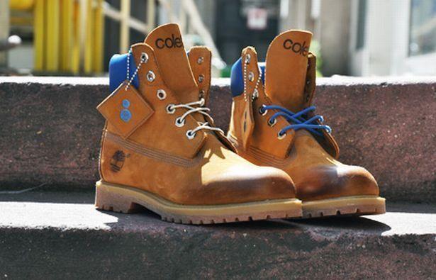 Грубые желтые ботинки