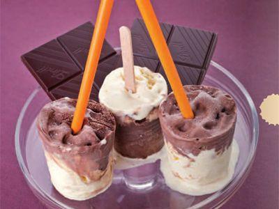 Marbled Vanilla Ice Dream | Marmorierter Vanille-Eistraum http://www.gf-luxury.com/eisrezept-marmorierter-vanille-eis-traum.html