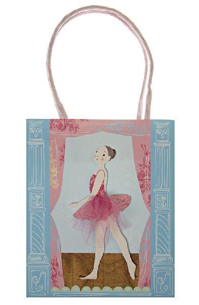 Süße Papiertüten mit einer Ballerina mit einem Tüllrock auf der Vorderseite. Die Tüten sind perfekt um kleine Geschenke für die Gäste zu verpacken oder als kleines Geschenk in der Ballettschule. Die Tüten Meri Meri - Papiertüten Ballett gibt es bei www.party-princess.de