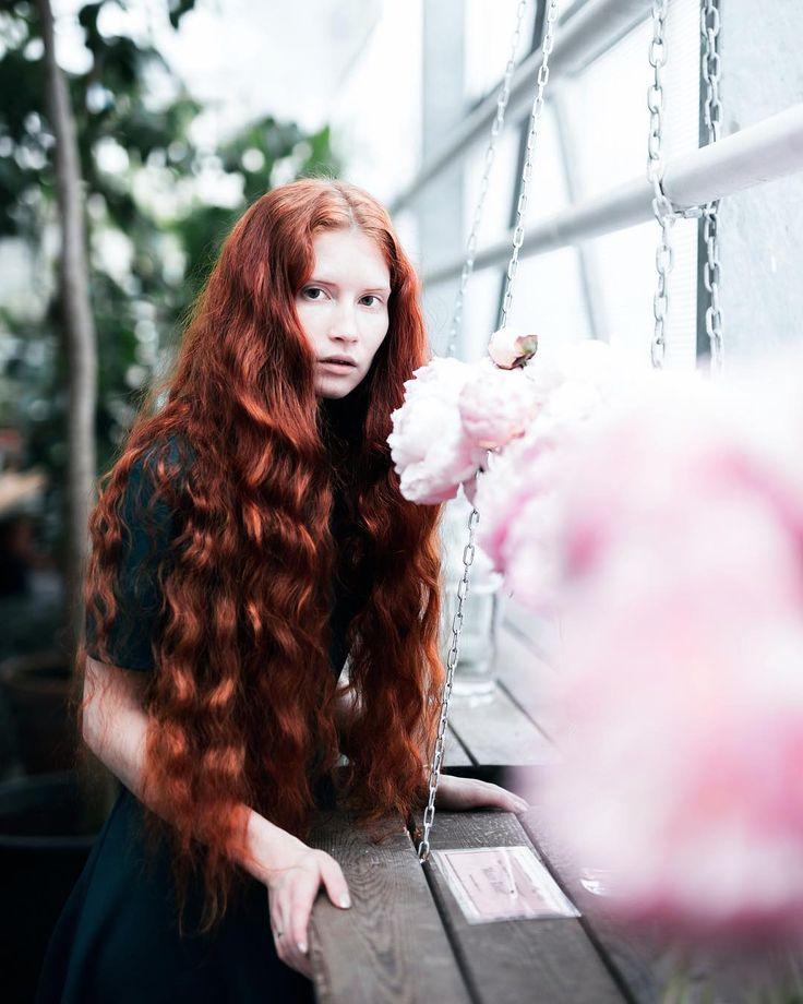 Фотограф @_nadiameleshko_   #redhead #redheads #gingerhair #gingergirl #curlyhairs #рыжиеволосы #длинныеволосы #рыжеволосые #modelmoscow #flowers #pions #unifilmfoto #rsa_portraits #portraitftr #marvelous_shots #portraitfestival #_soul# #infinity_visual #earthportraits