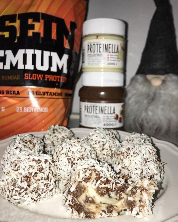 #protein #proteinbolaget #chocolate #bollar #recept #proteinella #gaamnutrition blandade lika delar choklad kasein+havregryn med äggvita och vatten till krämig/kladdig. Plattade till dom och la fyllning i, rullade ihop dem, i kokos.