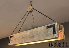 Lámpara de techo con palés.                                                                                                                                                      Más