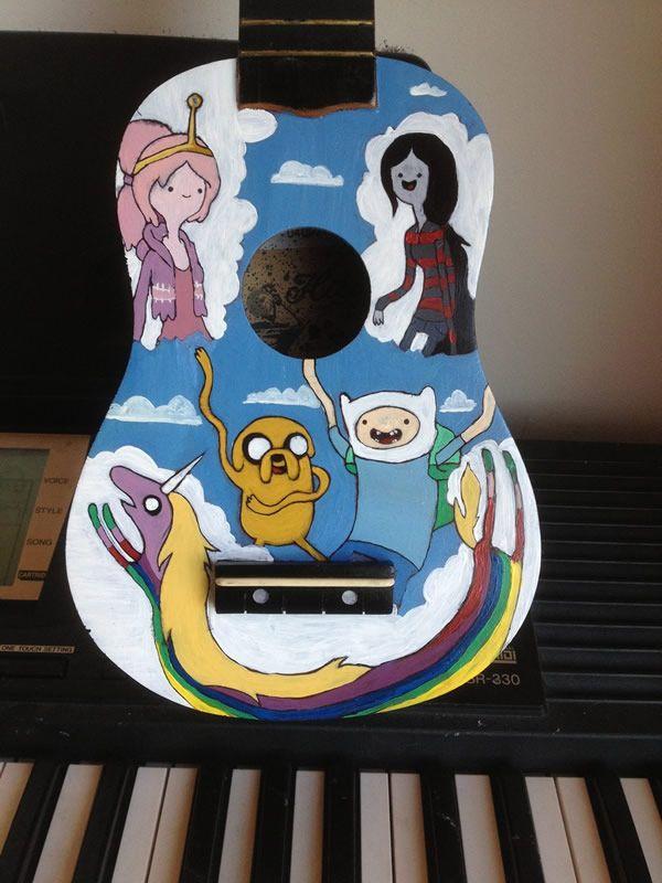 Que horas são? É hora de tocar o ukulelê do Adventure Time!
