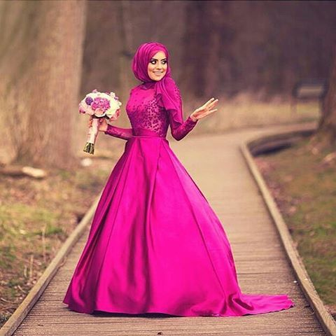What a stunning photo! Gorgeous bride in a gorgeous dress ♥♥♥ Photo by the talented female photographer @aishakilic ♥ . . . #muslimah #dugun #dugunfotografcisi #gelin #gelinlik #damat #nisanlik #tesetturmoda #tesettur #weddingku #bridestory #thebridestory #hijabstyle #akadnikah #prewedding #prewed #ootdhijab #hijabcantik #hijabi #hijabchic #hijaber #hijabista #hijablook #fotoprewedding #fotoprewed #hijabmodern #hijabibride