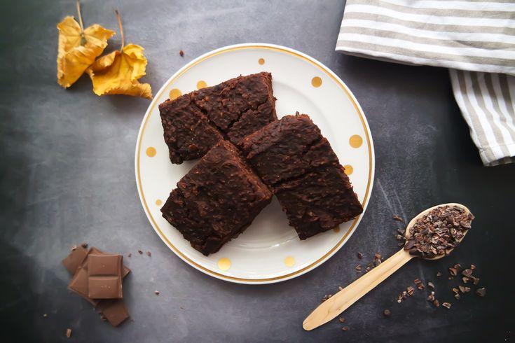 Du möchtest gesund naschen? Dann solltest du unbedingt diese Avocado Brownies probieren. Vegan, glutenfrei, ohne Zucker und mit wenigen Zutaten!
