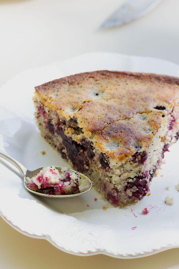Gâteau aux mûres, citron, pavot et coco. (http://auvertaveclili.fr/gateau-mures-citron-pavot-coco-vegan/)