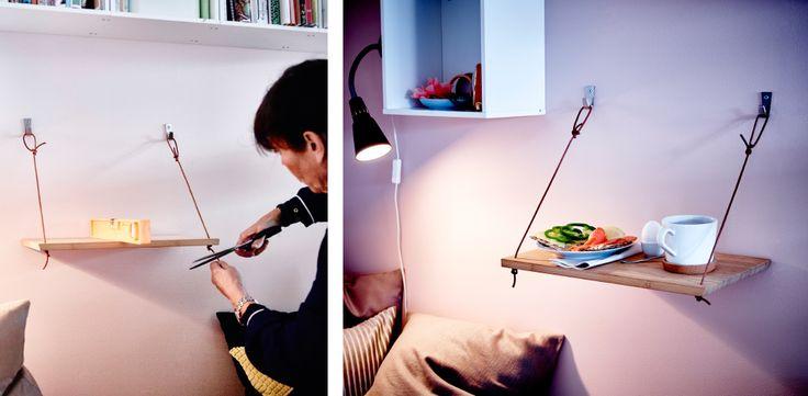 Esta ideia é mais para o faz-tudo lá de casa: fizemos esta prateleira com uma tábua, dois ganchos e ferragens e fio de cabedal. Tudo a postos para um pequeno-almoço na cama ou para um lanchinho antes de ir dormir.