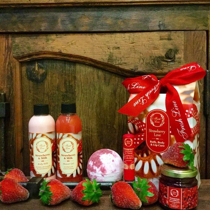 #FreshLine #Christmasgifts Για τους λάτρεις της φράουλας…αυτή είναι η ιδανική Χριστουγεννιάτικη επιλογή! Φρέσκιες ζουμερές φράουλες μεταμορφώθηκαν σε μία λαχταριστή εμπειρία περιποίησης σώματος! Μπορείτε να αντισταθείτε; Αναζητήστε το στα σημεία πώλησης της #FreshLine!  Λιανική Τιμή: 19,00€ από 34,00€ #staytuned #xmas2016 #FreshLine #27daysbeforechristmas #strawberry #milk #pomegranate #exfoliate #extracts #bestgift #bodycare #delicious #lipcare