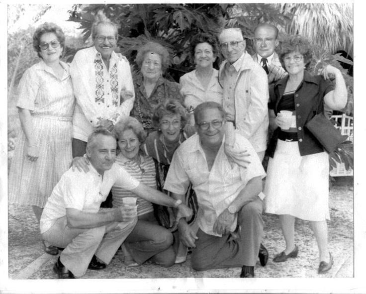 Foto de la familia Casasnovas Garrido.  Estan los 10 hermanos ya que tio Chihi habia fallecido y lo agregaron en fotoshop. Encuentro en Talanquera en 1986...